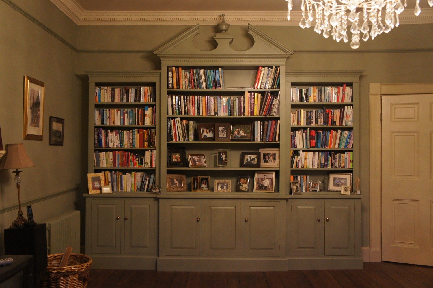 Bookcase-Breakfront-at-Riding-Mill.-Full-frontal