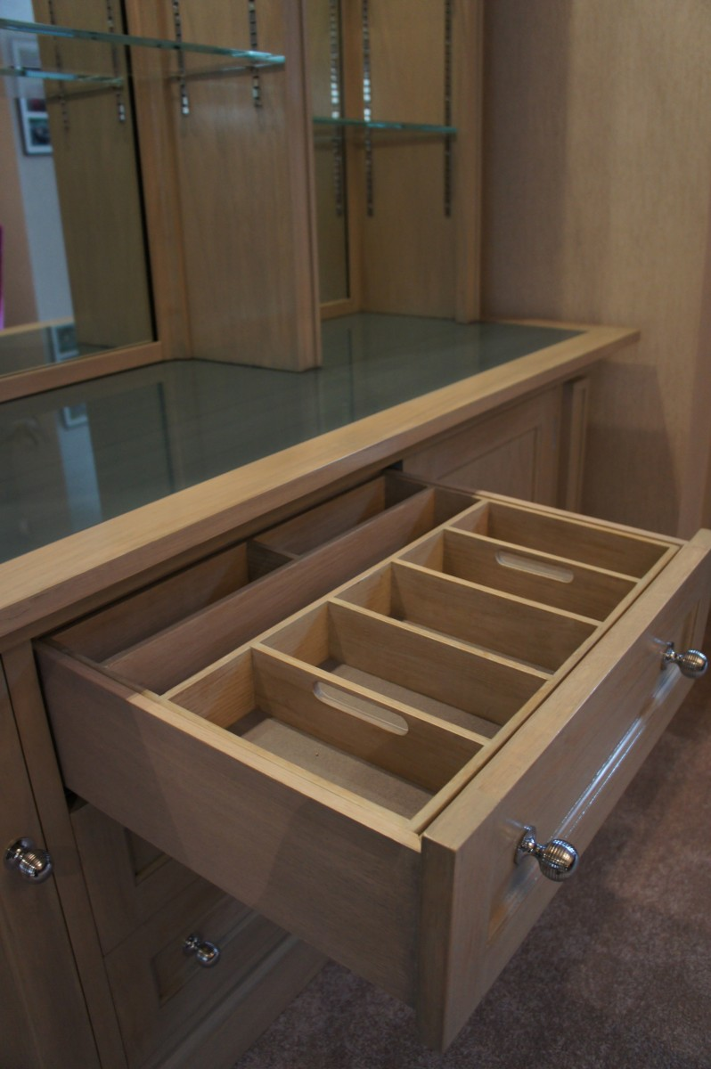 Cabinet.-Fulham-drinks-drawer-detail