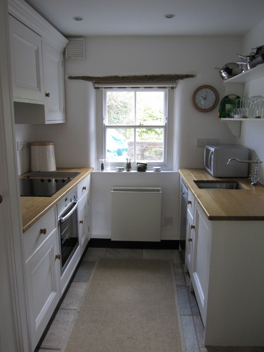 Kitchen-Cottage-kitchen-through-mid