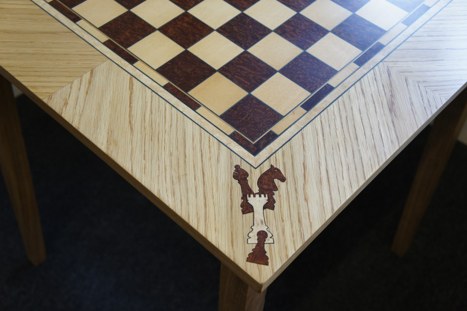 Table-Chess-Table-with-veneered-detail.-Detail-3
