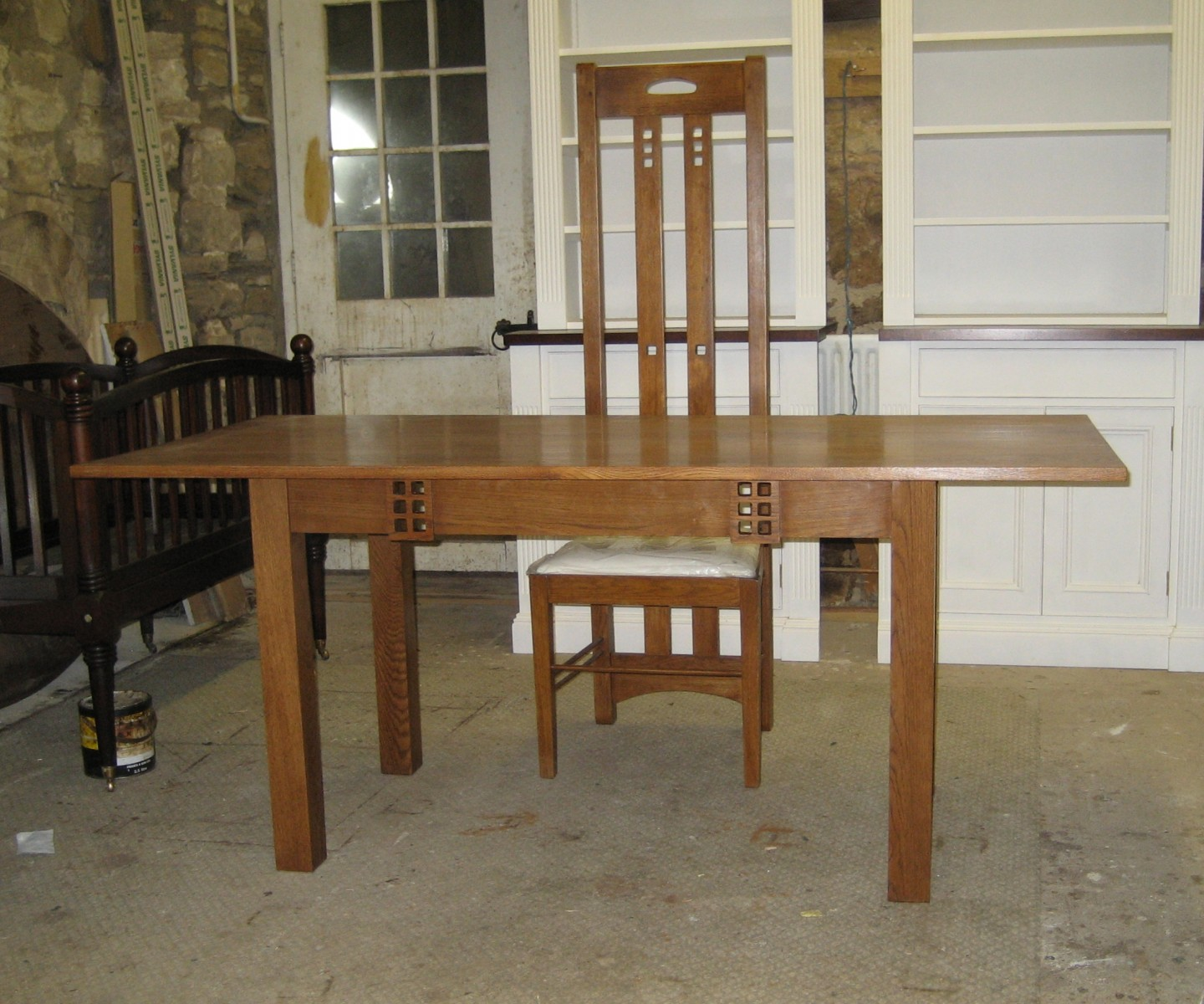 Table-mackintosh-table-and-chair