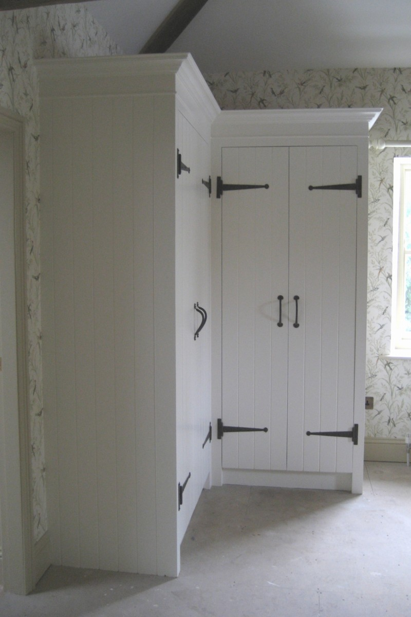 Wardrobe-corner-painted