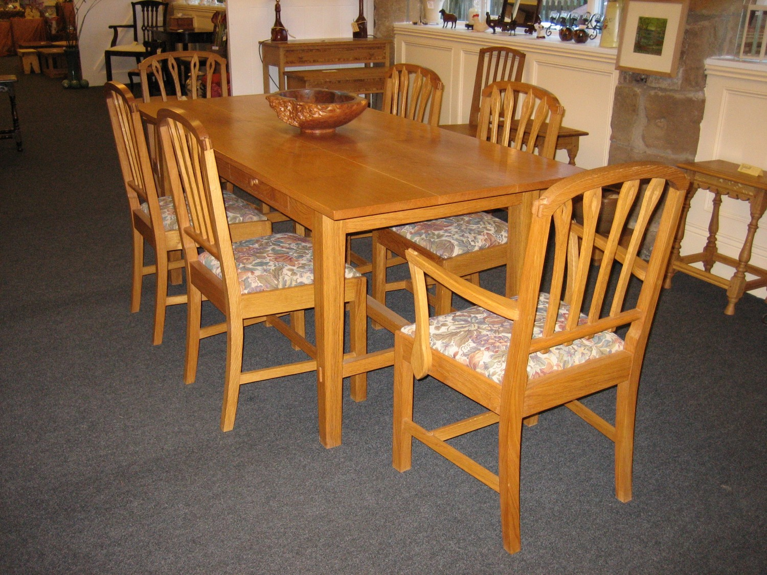 Table-Corn-Backed-Chairs-Table